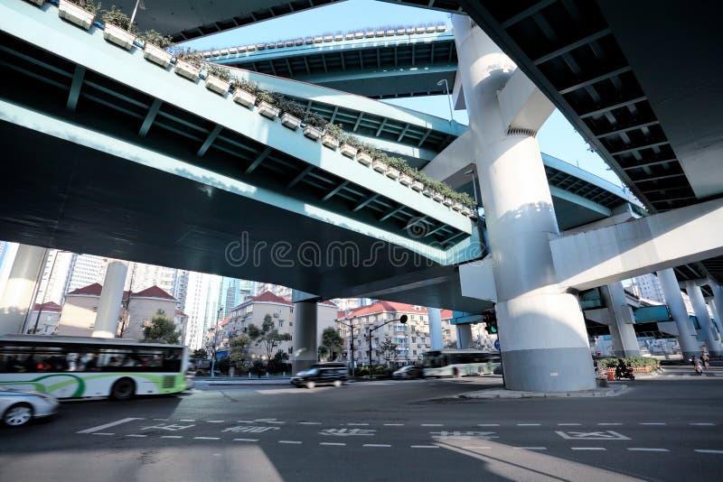under viaduct arkivbild