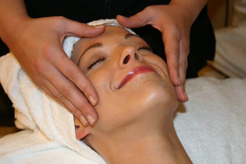 underbar ansikts- massage royaltyfri bild