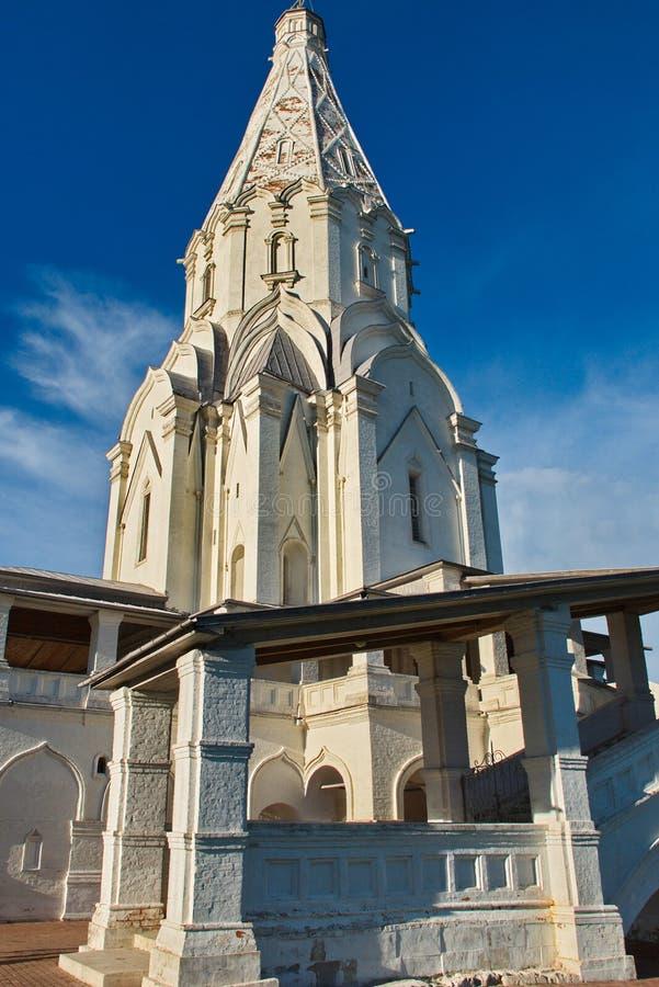 Underbar arkitektur och naturlig skönhet i museumreserven Kolomenskoye i Moskva royaltyfri fotografi
