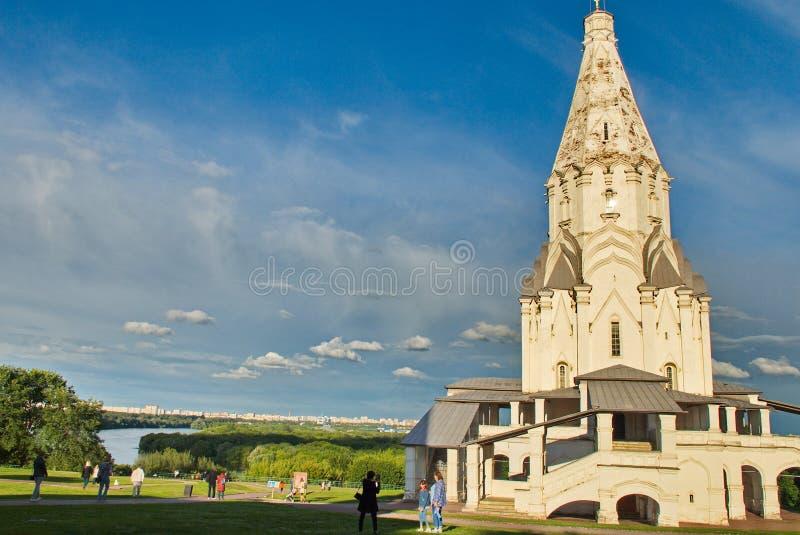 Underbar arkitektur och naturlig skönhet i museumreserven Kolomenskoye i Moskva arkivbild