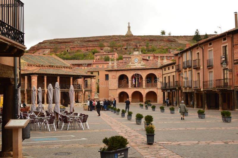 Underbar Ayllon för stadfyrkant vagga av de röda byarna i tillägg av den härliga medeltida byn i Segovia Arkitektur Landsca arkivfoton