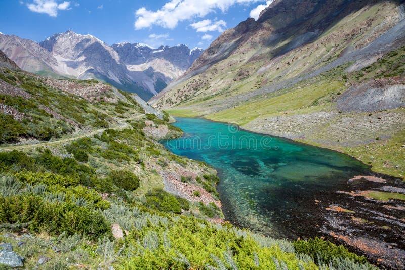 Underbar bergsjö, Tien Shan, Kirgizistan arkivbild