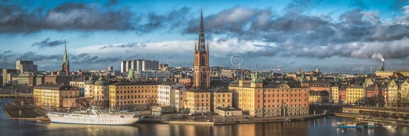 Underbar flyg- panorama från höjd av fågelflyget på observationsdäck på tornstadshus till Gamla Stan, Stockholm, Sverige fotografering för bildbyråer