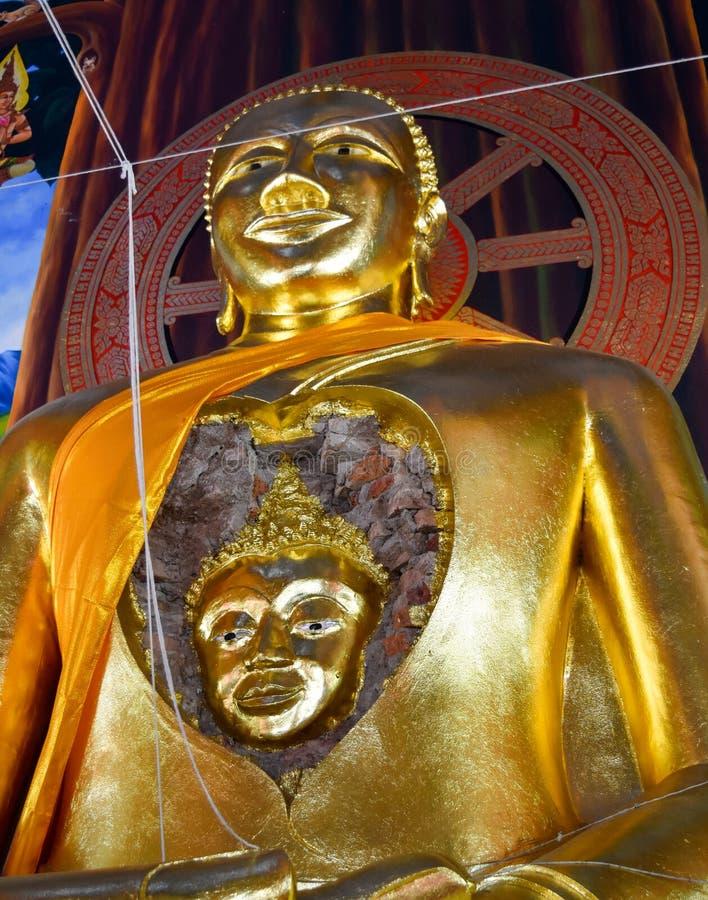 Underbar framsida av det forntida av Buddha i Buddha royaltyfri foto