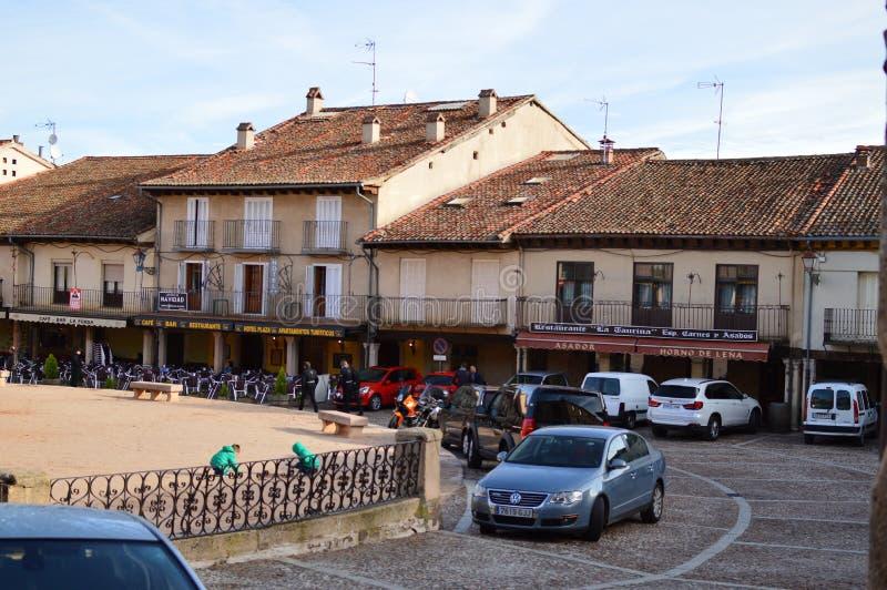 Underbar fyrkant av staden av den Riaza vaggan av de röda byarna i tillägg av den härliga medeltida staden i Segovia Arkitektur L arkivbilder