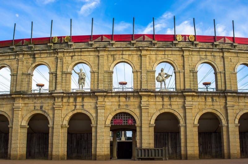 Underbar i naturlig storlek reproduktion av enromare stadion arkivfoto
