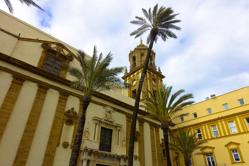 Underbar kyrka av Cadiz, Andalusia i Spanien Campo del Sur med feriekänsla arkivbilder