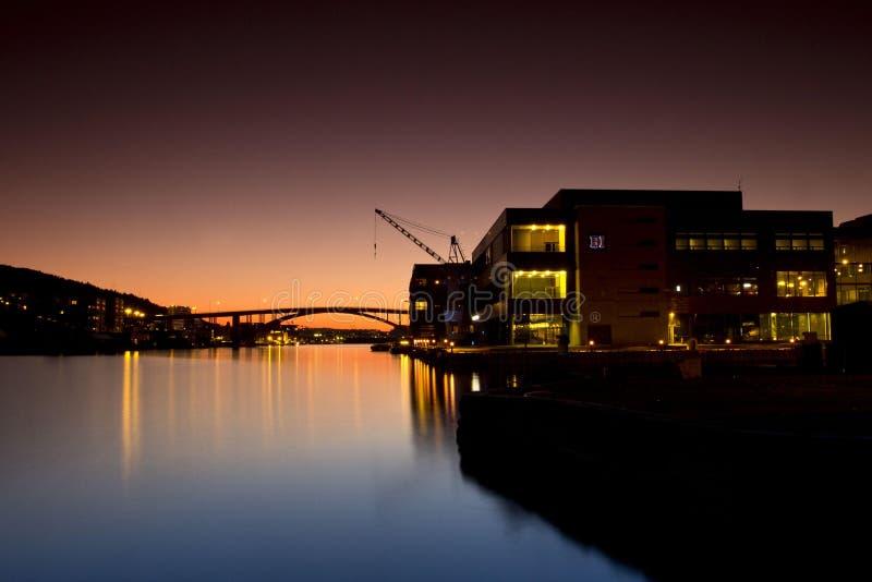 Underbar natt av hamnen på Bergen, Norge royaltyfria foton