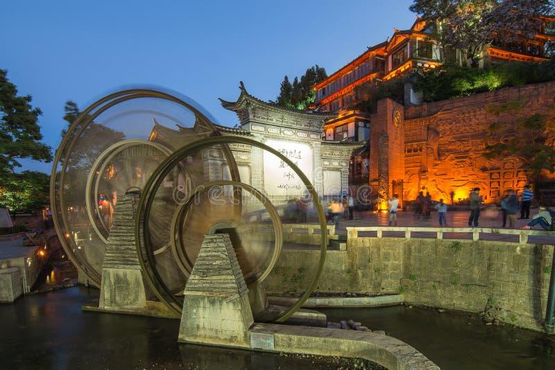Underbar nattplats av kinesisk arkitekturbyggnad i Lijia arkivfoton