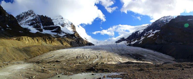 Underbar panoramautsikt av Athabasca Galcier/Columbia Icefield i Alberta/British Columbia - Kanada arkivfoton