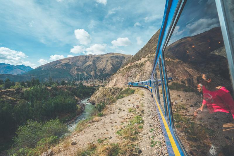 Underbar sikt från Peru Titicaca Train från Cusco till Puno, Peru arkivfoto