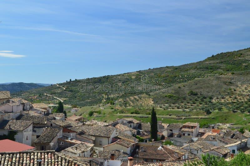 Underbara sikter av Pastrana från det högsta området av staden Arkitekturloppferier arkivbild