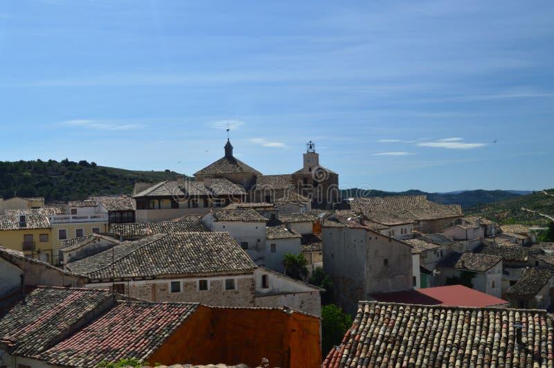 Underbara sikter av Pastrana från det högsta området av staden Arkitekturloppferier royaltyfri bild