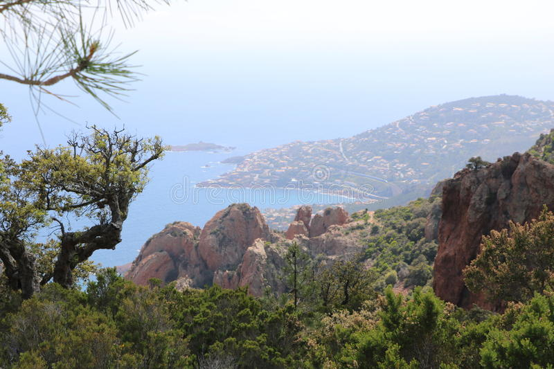 Underbart landskap av det Esterel berget i franska Riviera, Var, Frankrike royaltyfri foto