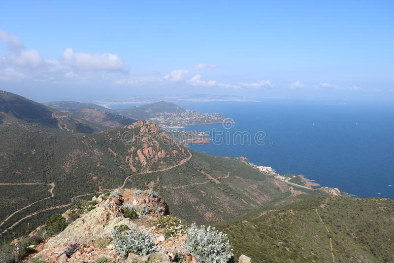 Underbart landskap av det Esterel berget i franska Riviera, Var, Frankrike royaltyfri fotografi