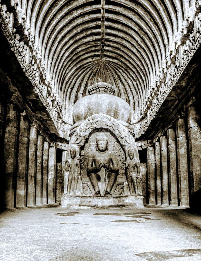 Undercave buddistisk tempel royaltyfri bild