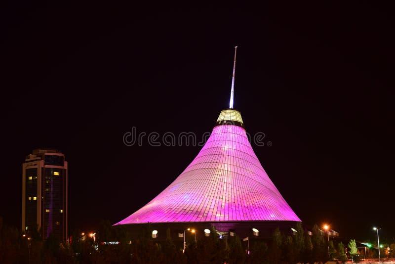Underhållningmitt KHAN-SHATYR i Astana royaltyfria bilder