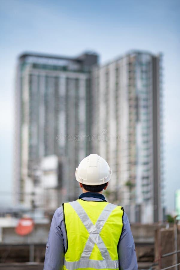 Underhållsarbetarman på konstruktionsplatsen royaltyfri foto