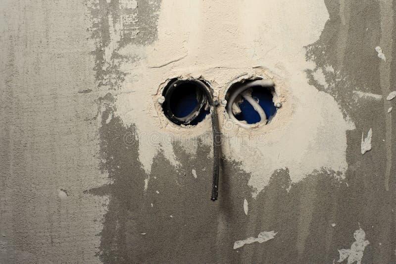 Underhållsreparationen arbetar renovering i lägenheten royaltyfri foto