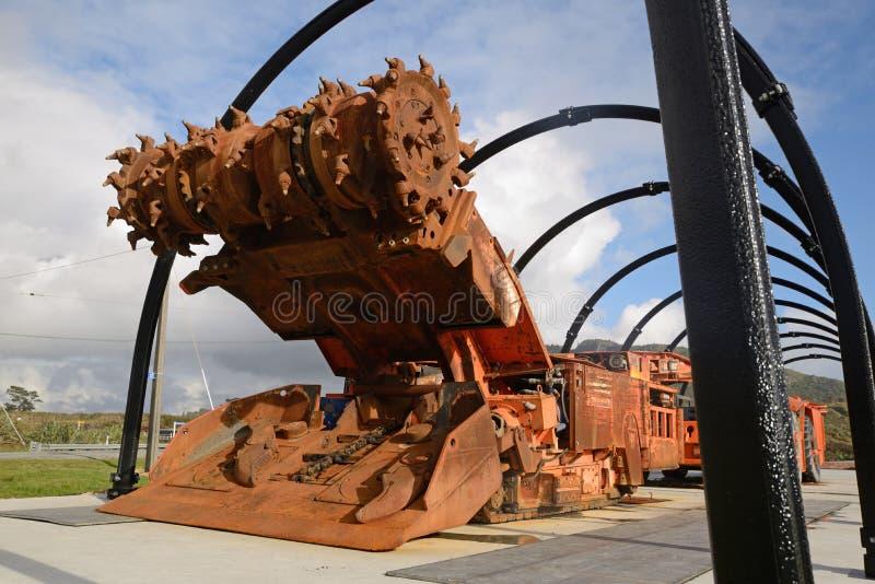 Underjordisk coalmining maskin på skärm arkivfoto