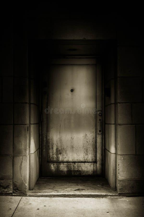 Underjordisk dörr fotografering för bildbyråer