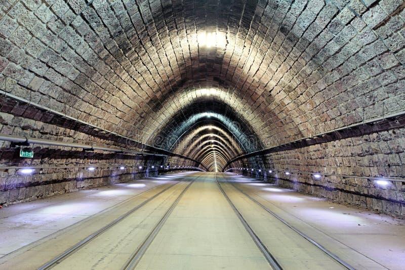 Underjordisk järnväg med flyttningdrevet, transporation arkivfoto
