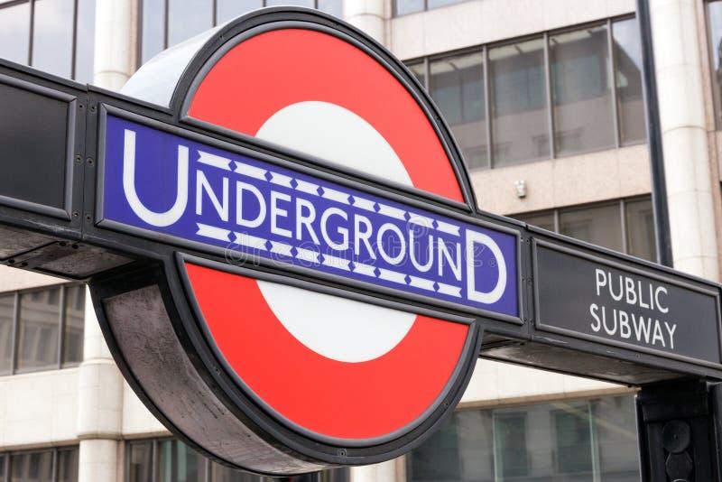 Underjordisk rörstation i London arkivbild