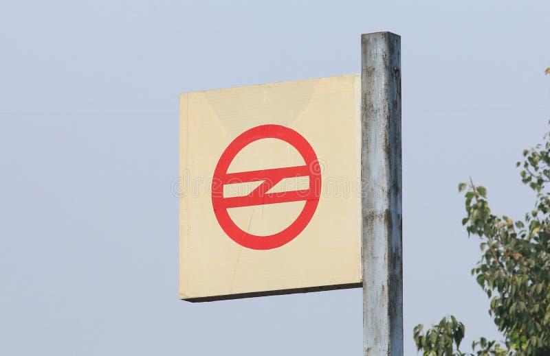 Underjordisk signage New Delhi Indien för tunnelbanagångtunnel royaltyfria foton