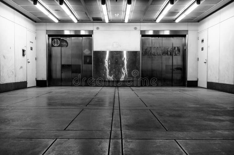 Underjordiska hissar arkivbild