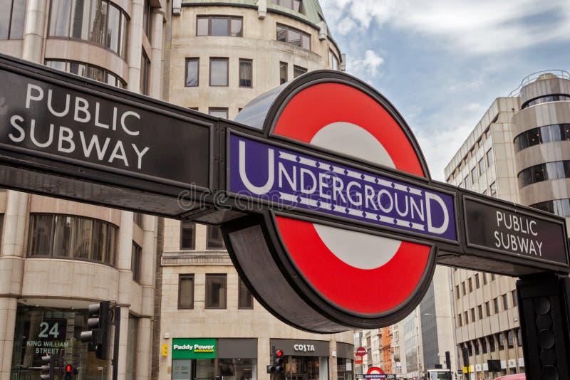 Underjordiskt tecken London för rörstation arkivfoton