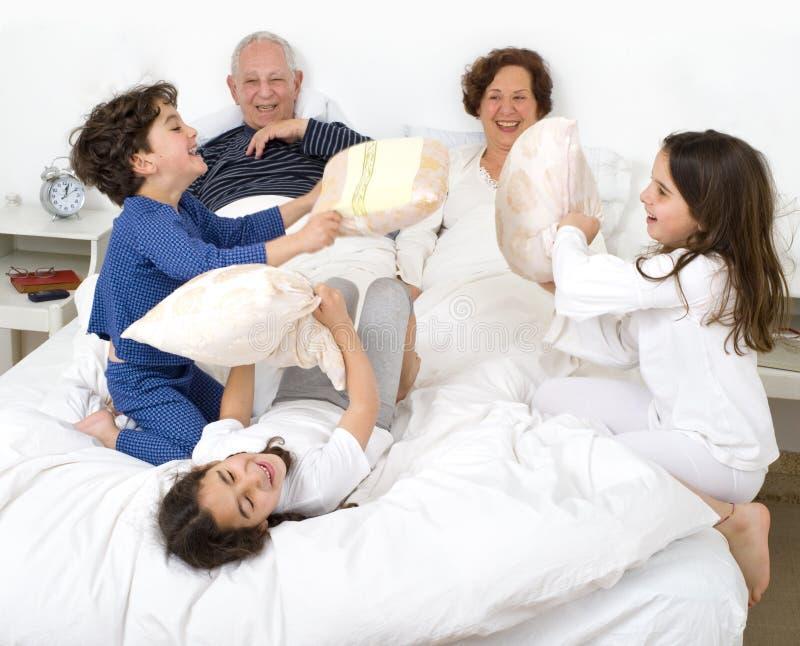 underlagbarnbarnmorföräldrar royaltyfria foton
