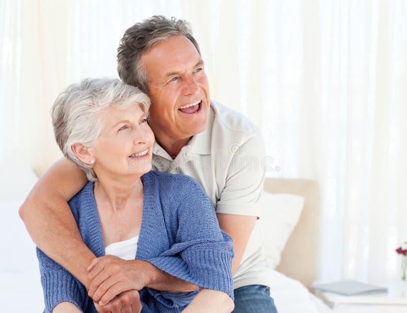 underlagpar krama den deras pensionären royaltyfria foton