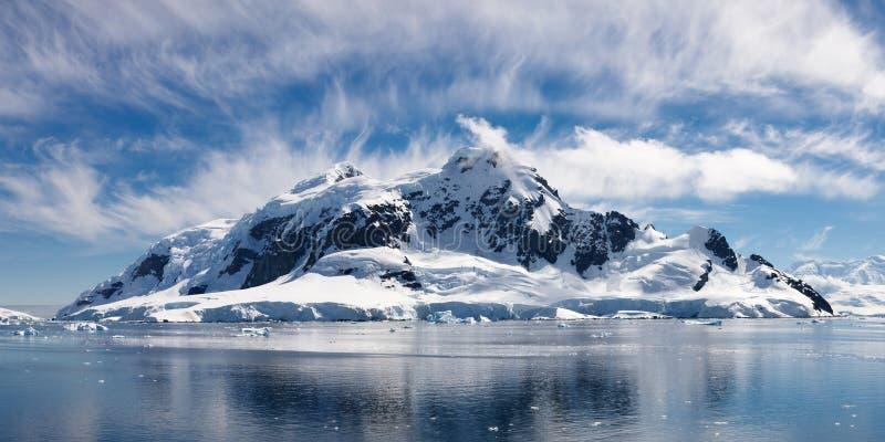 underland för paradis för Antarktisfjärd icy majestätisk royaltyfria bilder