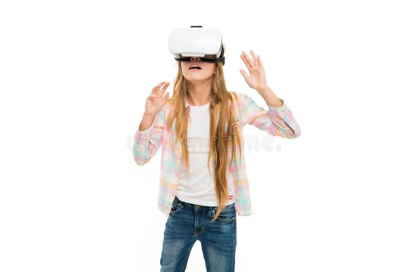 Undersök den digitala världen Växelverkande cyberverklighet för flicka Lekcyberlek och studie modern utbildning Alternativ utbild fotografering för bildbyråer
