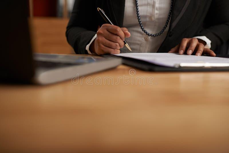Underteckna affär avtala fotografering för bildbyråer