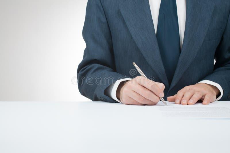 Underteckna avtalet arkivfoto