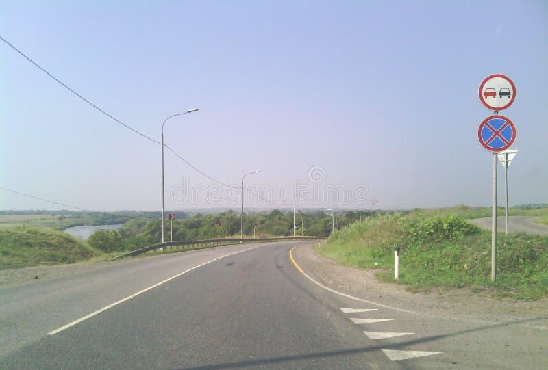 Underteckna på vägen arkivfoto
