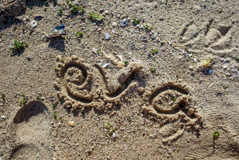 Underteckna in sanden royaltyfria foton