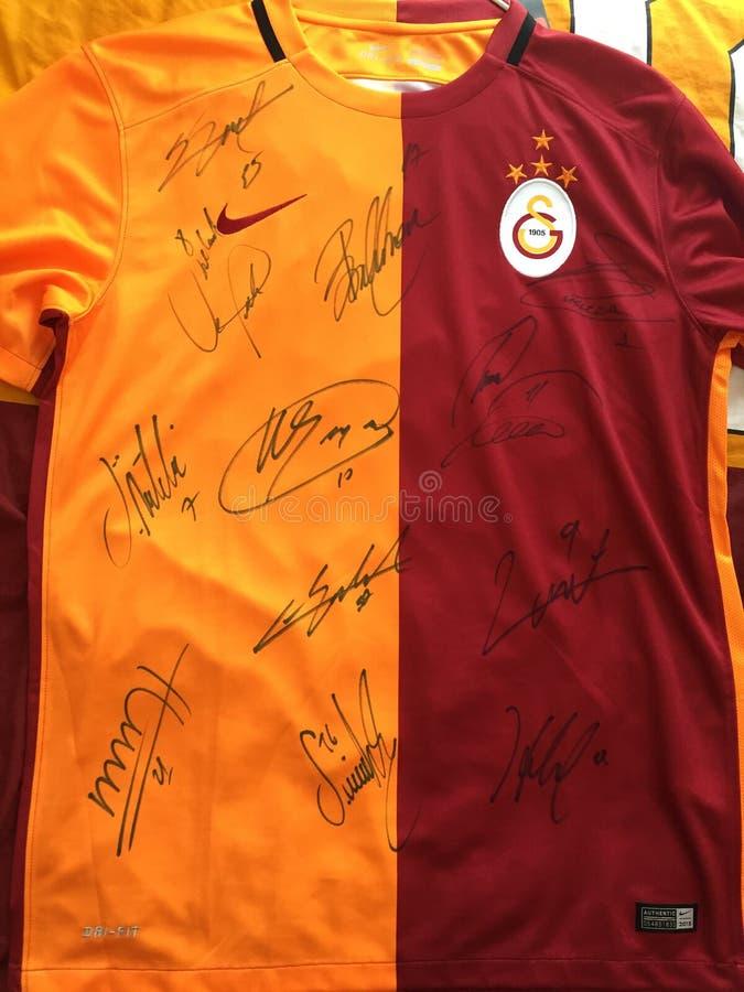 Undertecknade Galatasaray Jersey fotografering för bildbyråer