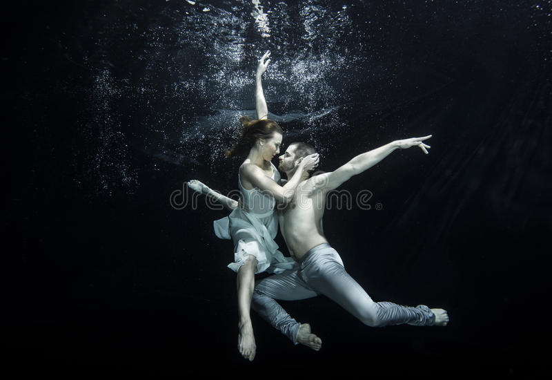 Undervattens- balettdansörer royaltyfri fotografi