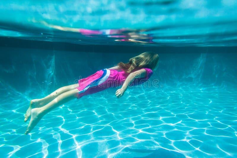 undervattens- flicka royaltyfri fotografi