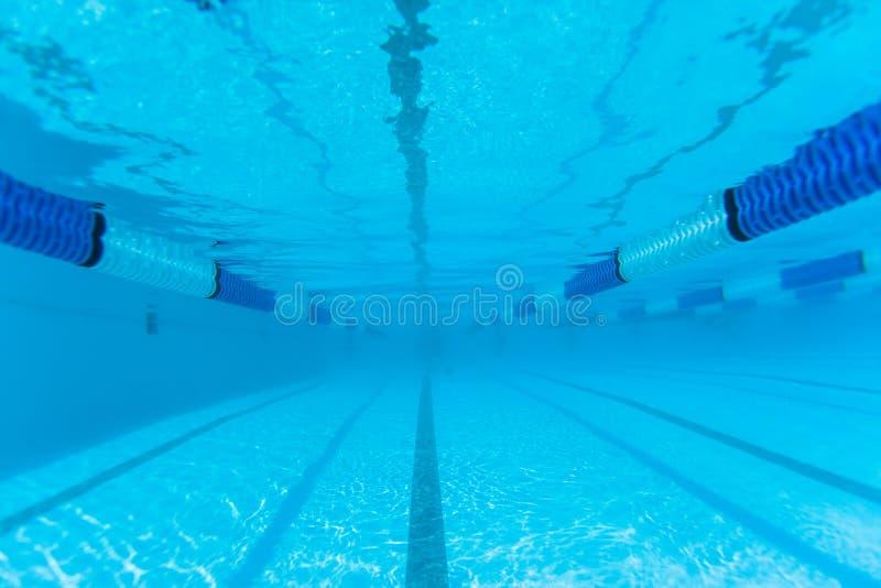 Undervattens- foto för simbassängkonkurrensLane fotografering för bildbyråer