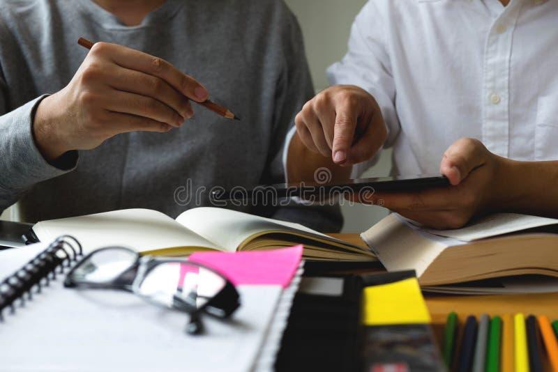 Undervisning för studenthjälpvän och läraämne extra I royaltyfria foton