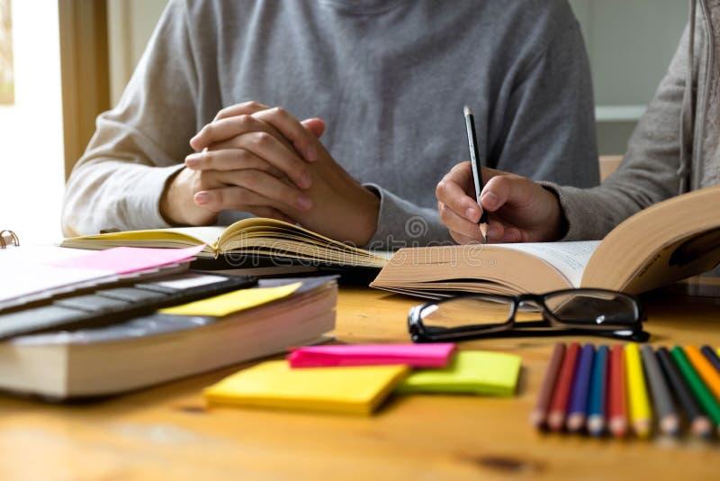 Undervisning för studenthjälpvän och läraämne extra I arkivfoton