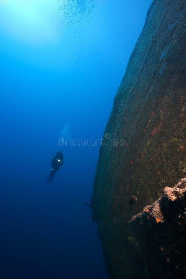 underwater корабля водолаза sunken стоковые изображения rf