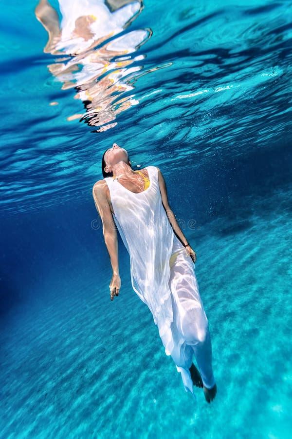 Underwater fêmea bonito fotos de stock royalty free