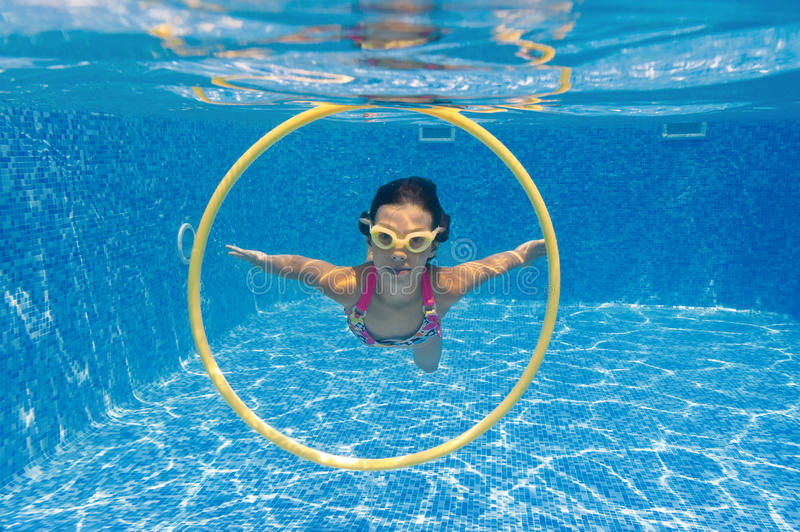 Download Underwater Kid In Swimming Pool Stock Photography - Image: 20391432