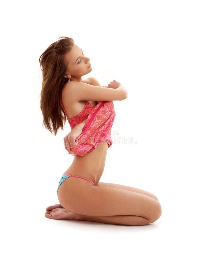 Undressing a menina no vestido vermelho fotografia de stock royalty free