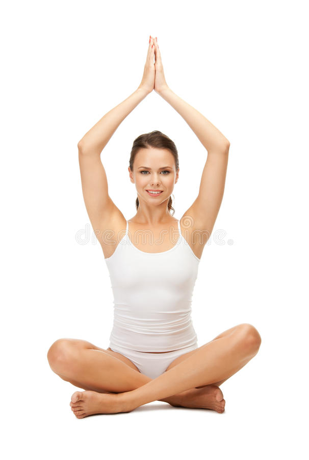 undrewear实践的瑜伽莲花姿势的妇女 免版税库存照片