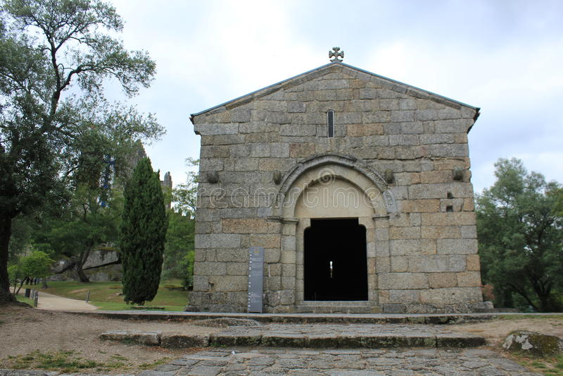 Une église antique de la ville de Guimarães image stock